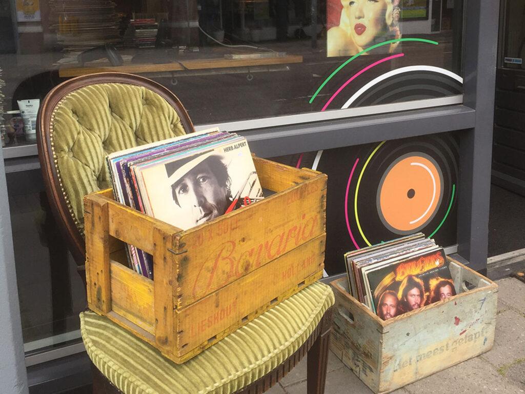 De VINYLchair | vinyl chair de platenzaak eindhoven voor vinyl & more, muziekzaak recordshop lp dj